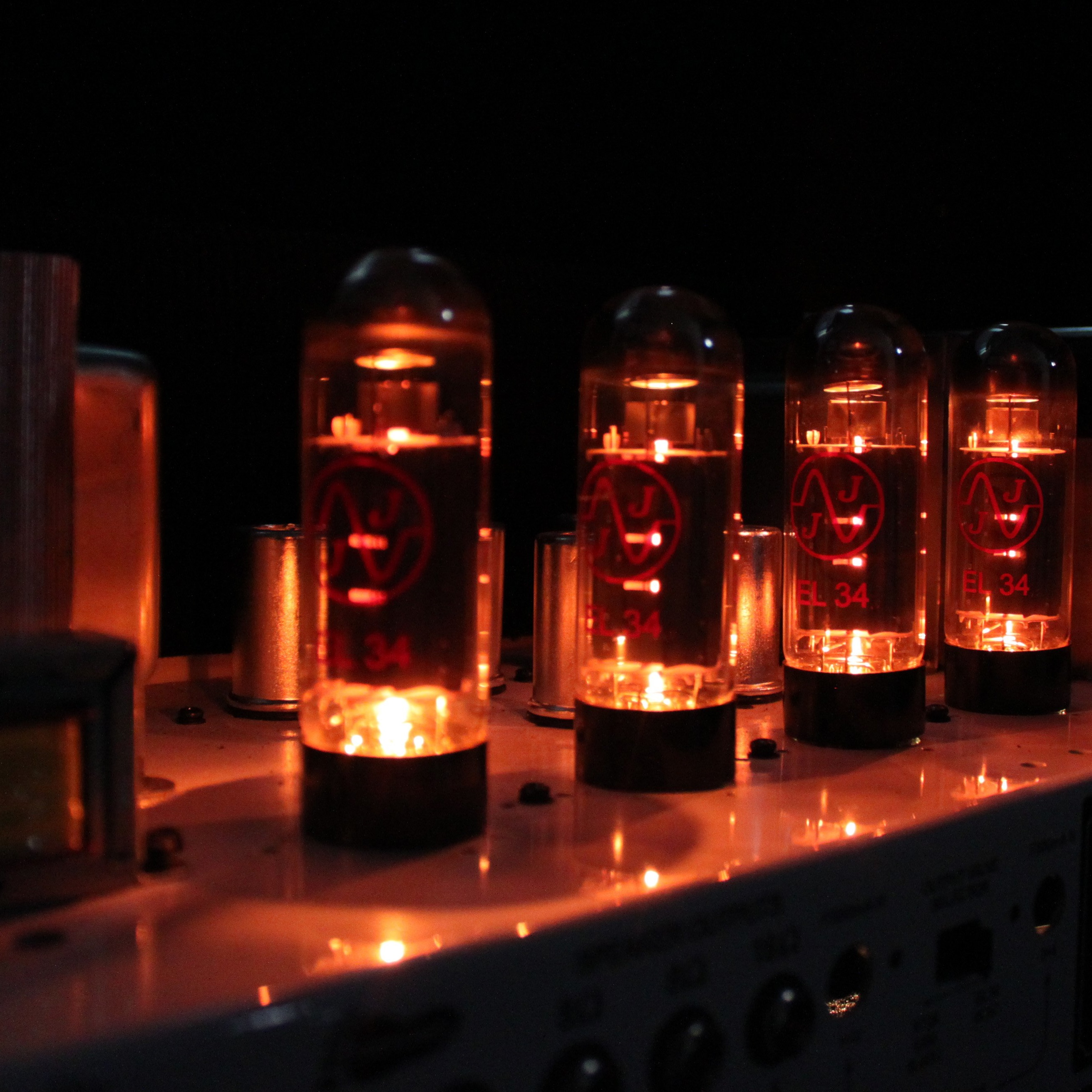 Why Electric Guitar Tube Amps Need Time To Warm Up