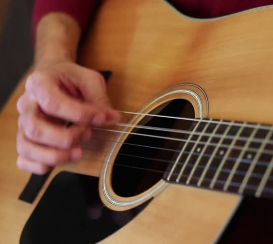 5 Guitar Tips For Players With Small Hands