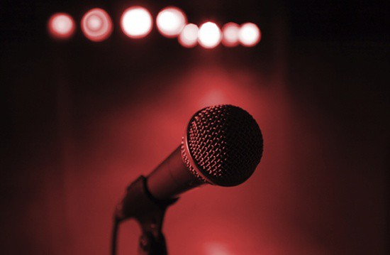 how to sing into a microphone the right way proaudioland musician news. Black Bedroom Furniture Sets. Home Design Ideas