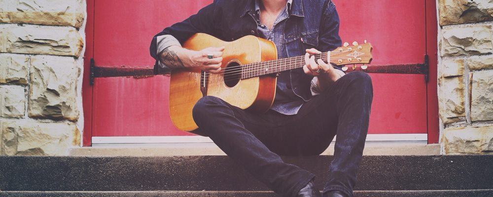 Essential Gigging Tips For Acoustic Guitarists
